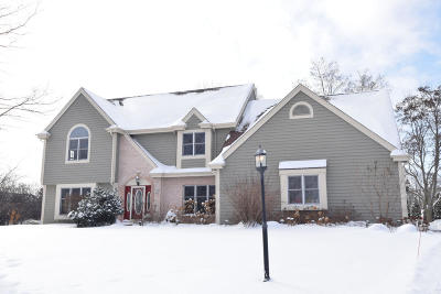 Ozaukee County Single Family Home Active Contingent With Offer: 11149 N Lincolnshire Dr