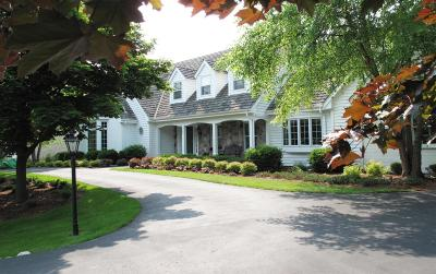 Ozaukee County Single Family Home Active Contingent With Offer: 123 W Ironwood Lane