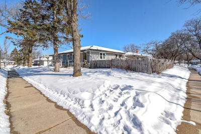 Menomonee Falls Single Family Home Active Contingent With Offer: W151n8460 Thomas Dr