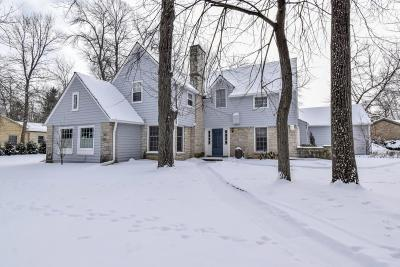 Milwaukee County Single Family Home Active Contingent With Offer: 901 E Churchill Ln