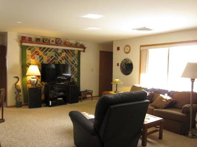 Waukesha Condo/Townhouse Active Contingent With Offer: 2112 Woodburn #B