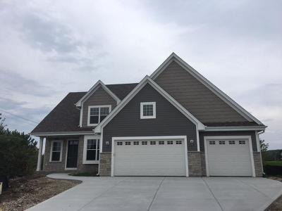 Waukesha Single Family Home For Sale: 1732 Moccasin Trail