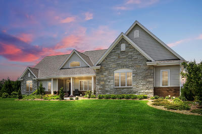Cedarburg Single Family Home For Sale: 10451 Stoneset Cir