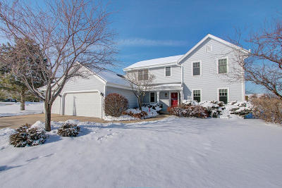 Milwaukee County Single Family Home Active Contingent With Offer: 3280 E Normandy Dr