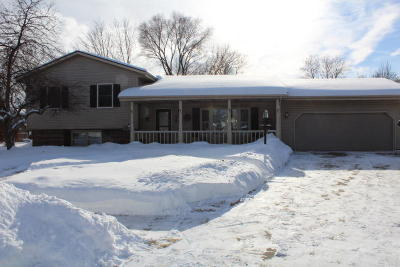 Kenosha Single Family Home Active Contingent With Offer: 8226 65th Ave