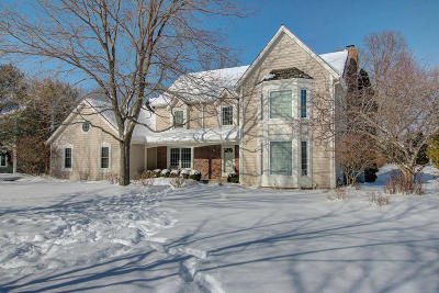 Mequon Single Family Home Active Contingent With Offer: 3110 W Woodfield Dr