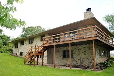 Jefferson County Single Family Home Active Contingent With Offer: N1103 Pechous Ln