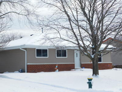 Racine WI Single Family Home Active Contingent With Offer: $168,000