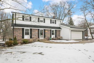 Mequon Single Family Home Active Contingent With Offer: 11448 N Laguna Dr