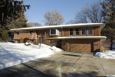 Ozaukee County Single Family Home For Sale: 462 Timbercrest Ct