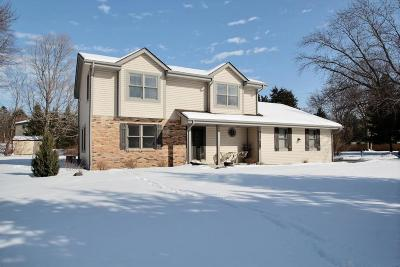 Waukesha County Single Family Home For Sale: W284n6476 Hawthorne Rd