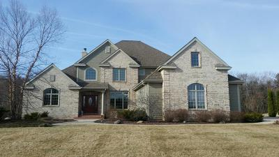 Cedarburg Single Family Home For Sale: 1559 Behrens Dr