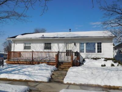 Racine Single Family Home For Sale: 2014 English St