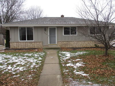 Milwaukee Single Family Home For Sale: 10405 W Darnel Ave