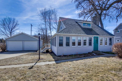 Waukesha County Single Family Home For Sale: 39551 Sunset Dr