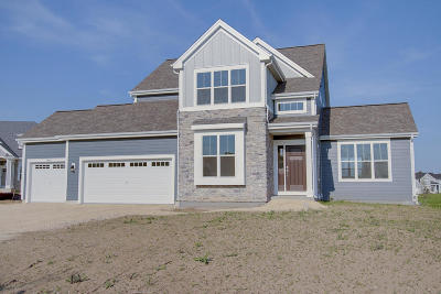 Mequon Single Family Home For Sale: 10890 N Spartan Cir