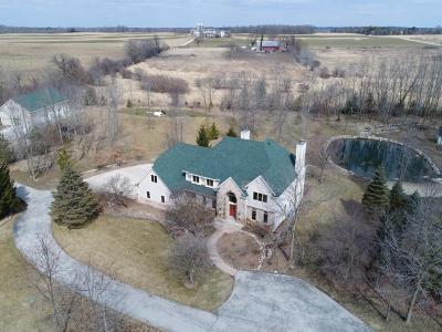 Ozaukee County Single Family Home For Sale: 13349 N Hawthorne Ct