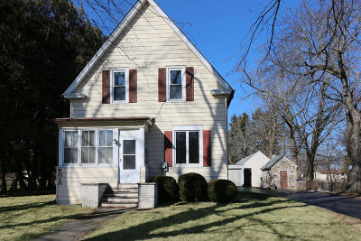 Cedarburg Single Family Home Active Contingent With Offer: 5010 Columbia Rd