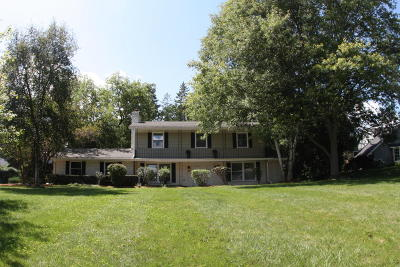 Brookfield Single Family Home Active Contingent With Offer: 15550 Apple Valley #Ct