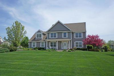 Oconomowoc Single Family Home For Sale: 1833 La Belle Springs Ln
