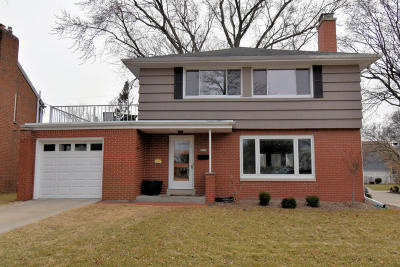 Wauwatosa Single Family Home For Sale: 9233 Harding Blvd