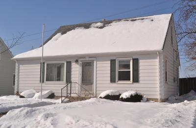 Milwaukee County Single Family Home For Sale: 4033 S 5th Pl
