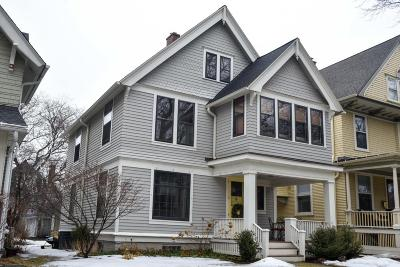 Milwaukee Single Family Home For Sale: 3128 N Summit Ave