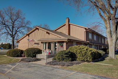 Oconomowoc Multi Family Home Active Contingent With Offer: 877 Wood Dr