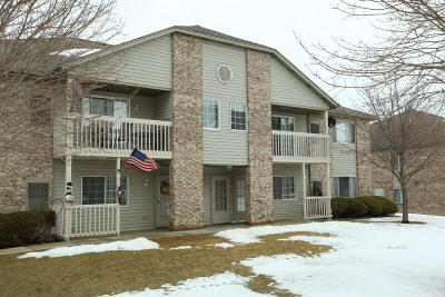 Waukesha County Condo/Townhouse For Sale: S75w16910 Gregory Dr #7