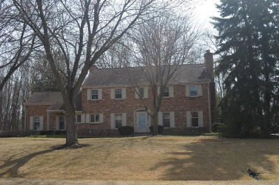 Mequon Single Family Home Active Contingent With Offer: 231 W White Oak Way
