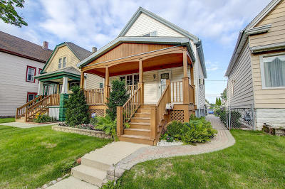 Milwaukee County Single Family Home For Sale: 2848 S 9th Place