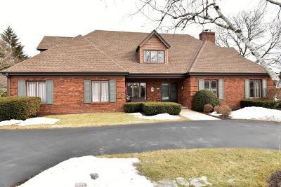 Brookfield Single Family Home Active Contingent With Offer: 2840 Meadowside Ct