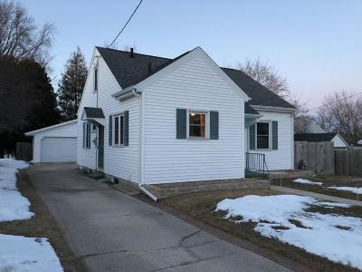 Manitowoc WI Single Family Home For Sale: $89,900