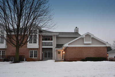 Greendale Condo/Townhouse For Sale: 8865 Westlake Dr