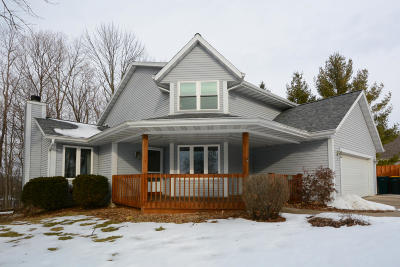 Slinger Single Family Home Active Contingent With Offer: 611 Lous Way