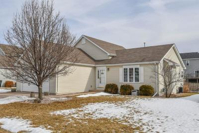 Lake Mills Single Family Home Active Contingent With Offer: 352 Stonefield Dr