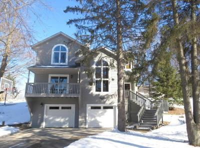 Nashotah Single Family Home Active Contingent With Offer: W330n6348 Hasslinger Dr