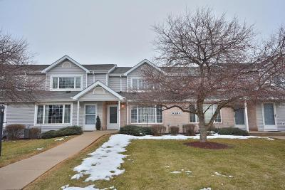 Franklin Condo/Townhouse Active Contingent With Offer: 10264 W Whitnall Edge Cir #D