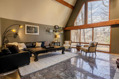 Brookfield Single Family Home For Sale: 1725 Old Oak Ct