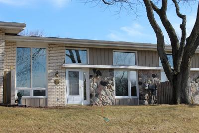 Mequon Condo/Townhouse Active Contingent With Offer: 12905 N Colony Dr
