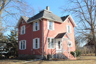 Mukwonago Single Family Home For Sale: 105 Field St