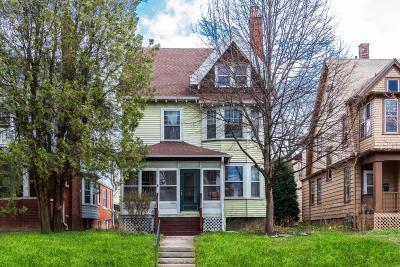 Milwaukee Single Family Home For Sale: 2962 N Prospect Ave