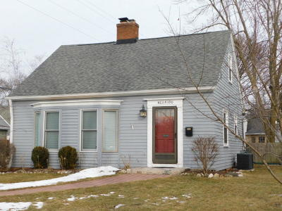 Cedarburg WI Single Family Home Active Contingent With Offer: $249,000