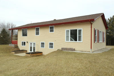 Mukwonago Single Family Home Active Contingent With Offer: W269s8445 Alpine Dr