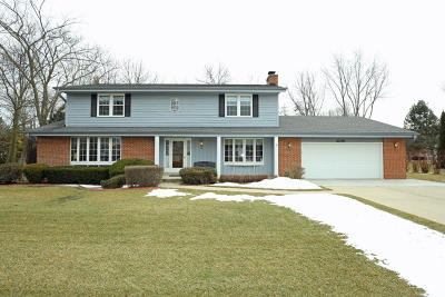 New Berlin Single Family Home Active Contingent With Offer: 2240 S Parkside Dr