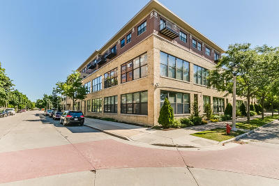 Condo/Townhouse Active Contingent With Offer: 1924 N Hubbard St #302