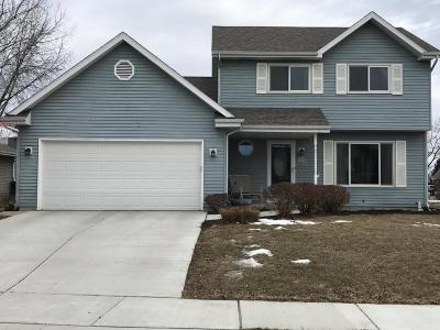 Jackson WI Single Family Home Active Contingent With Offer: $220,000