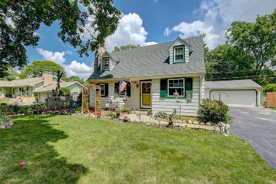 Wauwatosa Single Family Home For Sale: 4446 N 106th St