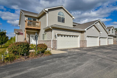 Jackson Condo/Townhouse Active Contingent With Offer: W197n17058 Stonewall Dr