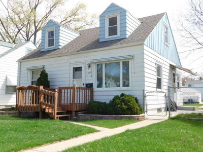 Milwaukee WI Single Family Home For Sale: $131,900